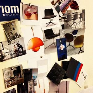 Slike pohištva prilepljene na zid