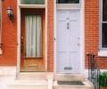 Dvoje različnih vhodnih vrat