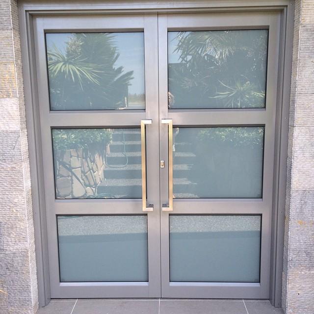 Pvc ali aluminijasta vhodna vrata?