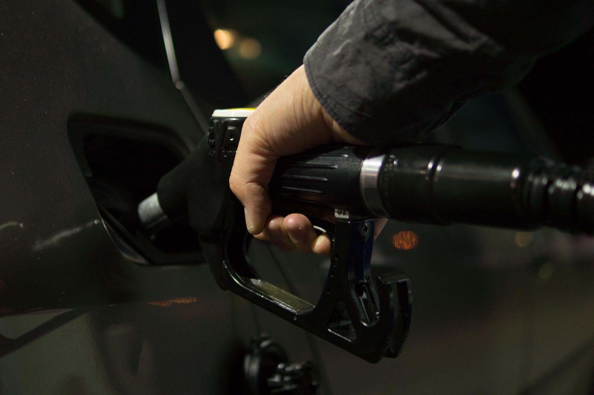 Je vaš avto žejen? Preberite, kako lahko prihranite na gorivu